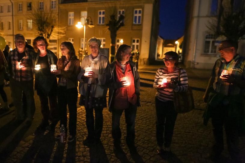 Łańcuch Światła przeciwko neonazistom w Ostritz/Krzysztof Zatycki /Agencja FORUM
