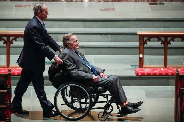 Bush senior w szpitalu dzień po pogrzebie żony. Infekcja może zagrażać jego życiu