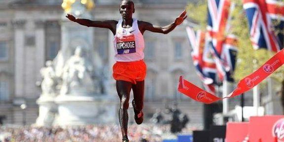 Getty Images / Justin Setterfield / Na zdjęciu: Eliud Kipchoge wygrywa maraton w Londynie