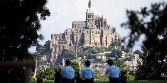 Ewakuacja w Mont-Saint-Michel/LIONEL BONAVENTURE/AFP