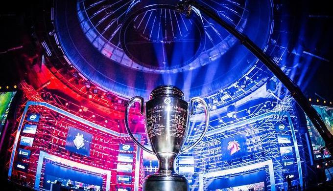 ESL / Helena Kristiansson / Na zdjęciu: puchar za mistrzostwo świata w League of Legends
