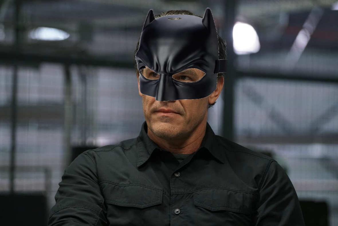 Josh Brolin cieszy się, że nie zagrał Batmana w DCEU