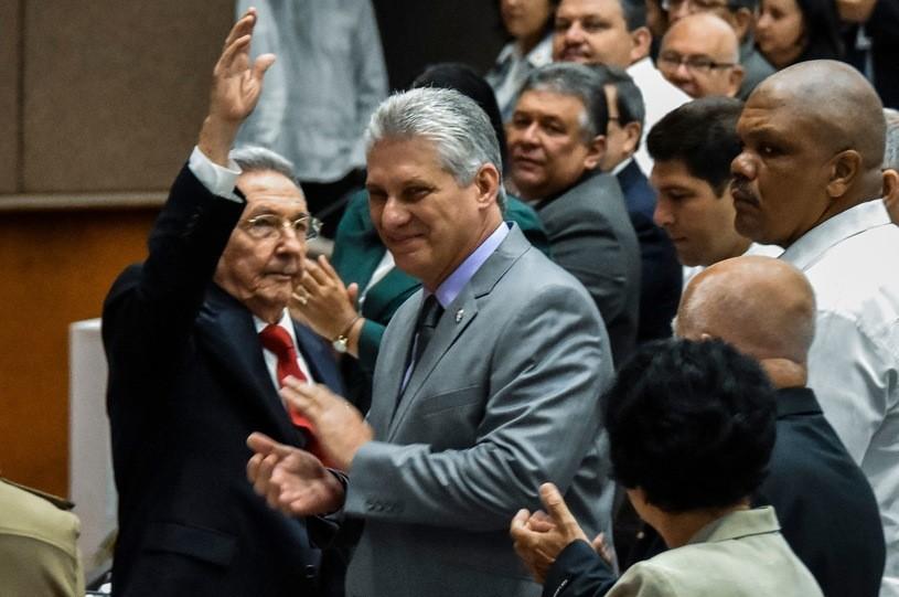 Miguel Diaz-Canel, z lewej Raul Castro/AFP