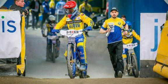 WP SportoweFakty / Tomasz Jocz / Bartosz Zmarzlik wyjeżdża na tor.