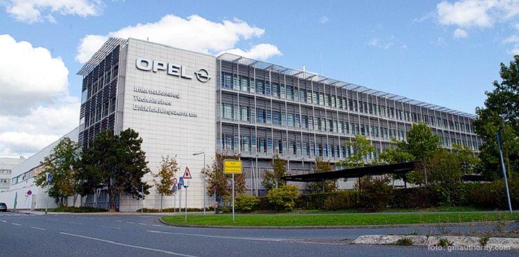 Polscy pracownicy z Opla wyrzuceni z hotelu w Niemczech