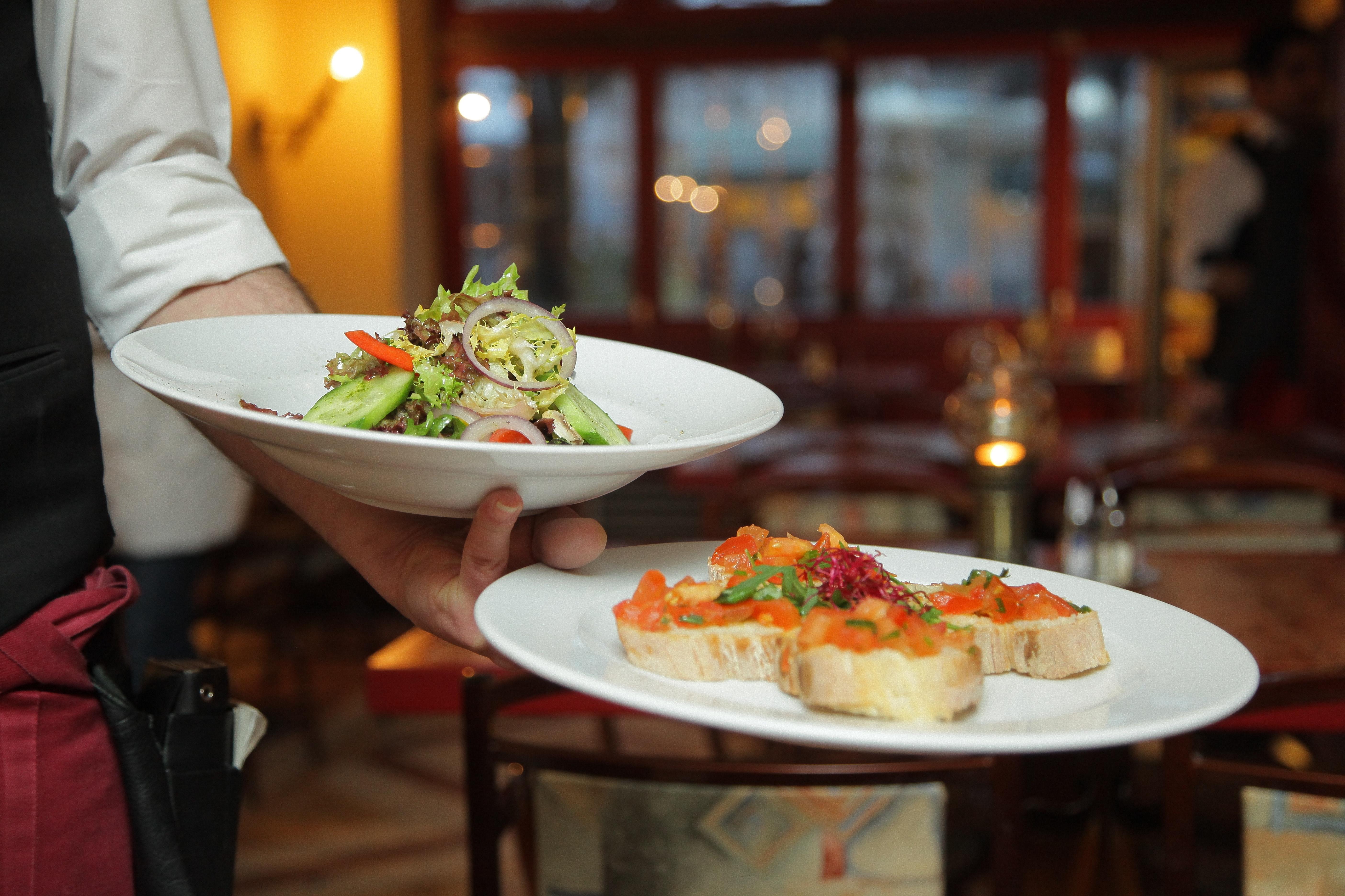 Prowadzenie restauracji lub sklepu – porady, jak stworzyć obsługę na wysokim poziomie