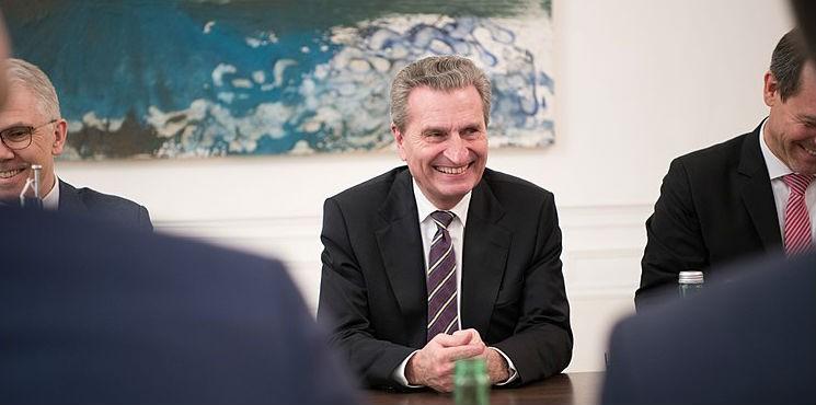 """Günther Oettinger: Polska wśród krajów stanowiących """"śmiertelne niebezpieczeństwo"""" dla Unii"""