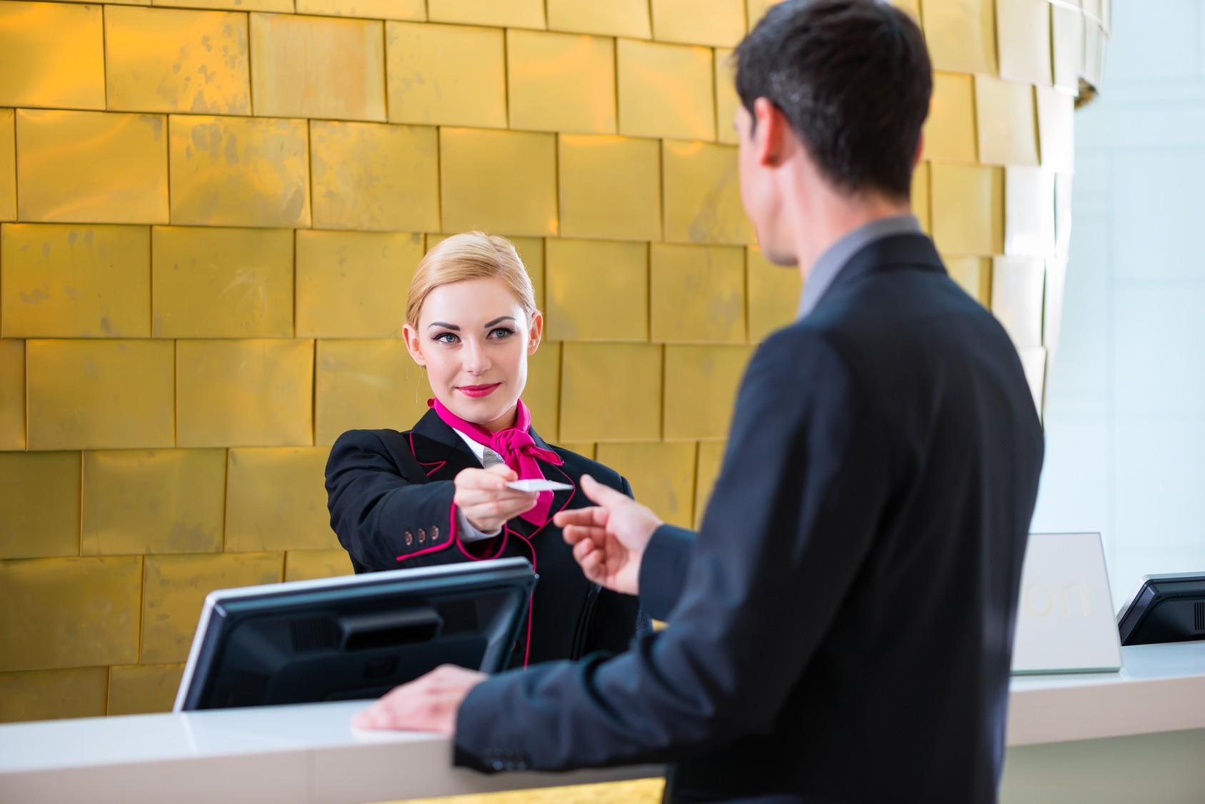 Błędy w obsłudze gościa hotelowego – jak je nie popełniać?