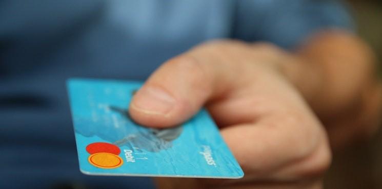 Życie bez gotówki? Szefowie banków ostrzegają: świat pogrąży się w chaosie