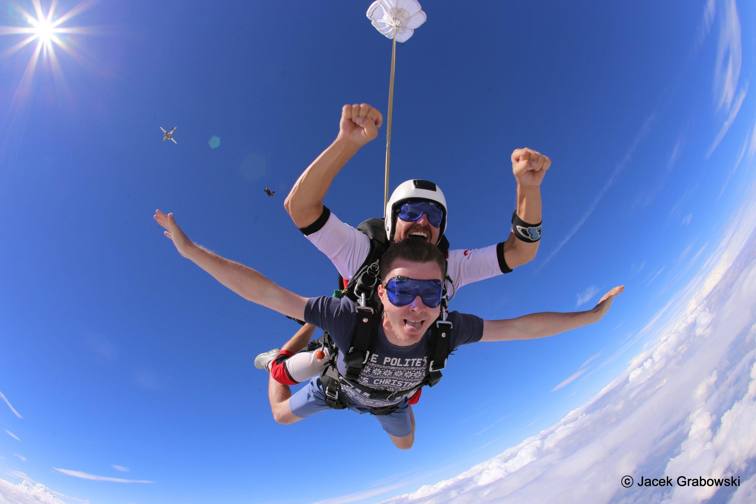 Wybierz skok spadochronowy w tandemie dla siebie i znajomych – zapłacicie jeszcze mniej!